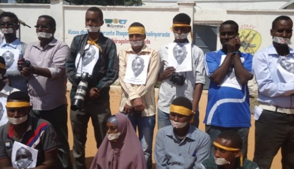 Somali-journalists-oppose-new-media-law-590x340