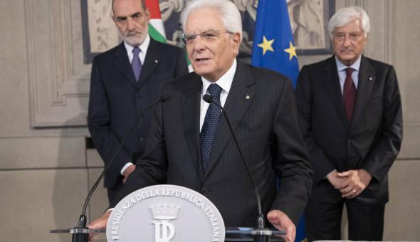 Il Presidente Sergio Mattarella saluta la stampa al termine dell'incontro con il Presidente Conte (Foto: Quirinale)